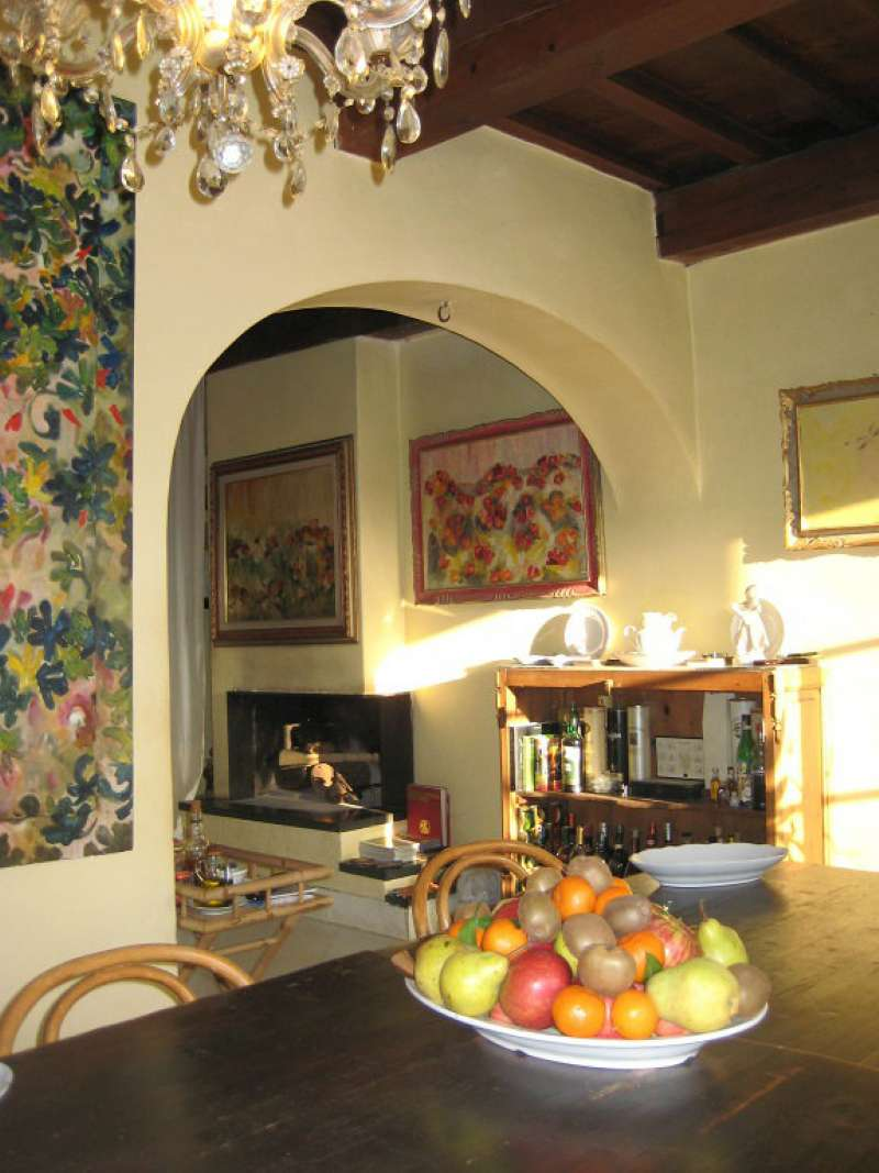 Villa in vendita a Arezzo, 8 locali, prezzo € 360.000 | CambioCasa.it