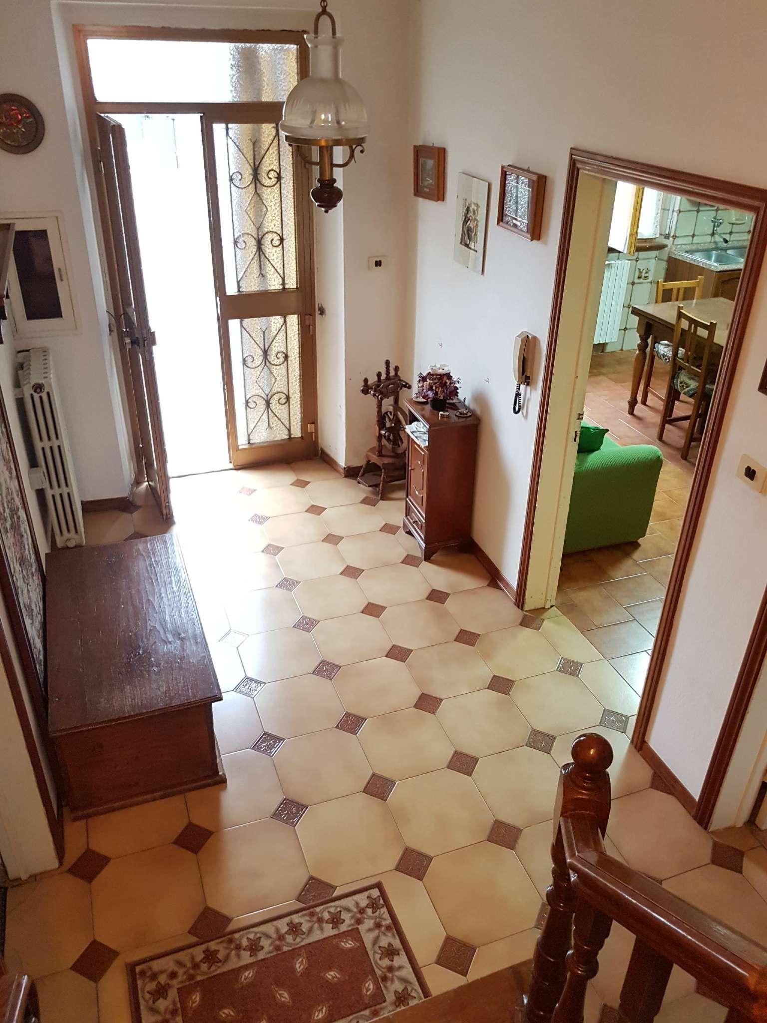 Soluzione Indipendente in vendita a Monte San Savino, 6 locali, prezzo € 240.000 | CambioCasa.it