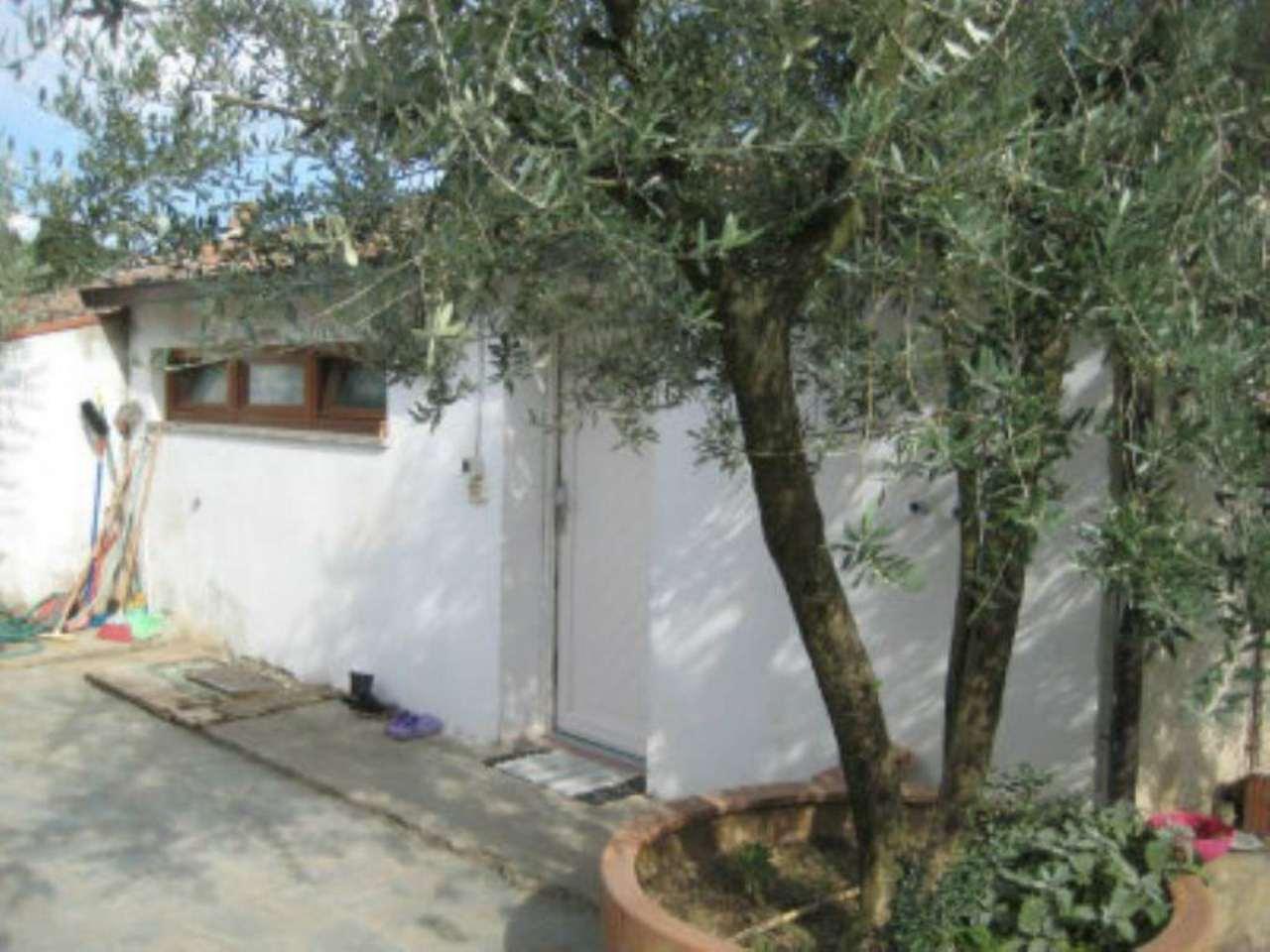 Soluzione Indipendente in vendita a Civitella in Val di Chiana, 6 locali, prezzo € 90.000   CambioCasa.it