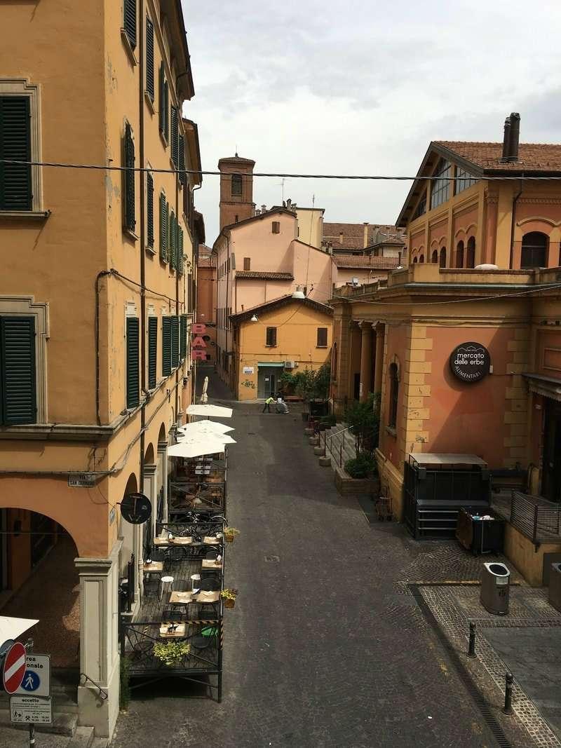 Appartamento in vendita 6 vani 160 mq.  via s. gervasio Bologna