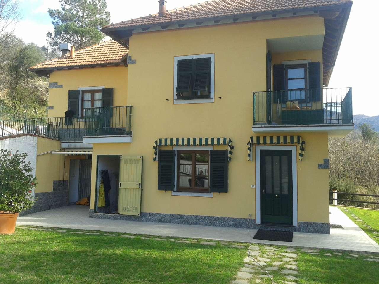 Appartamento in vendita a Mezzanego, 4 locali, prezzo € 169.000   Cambio Casa.it