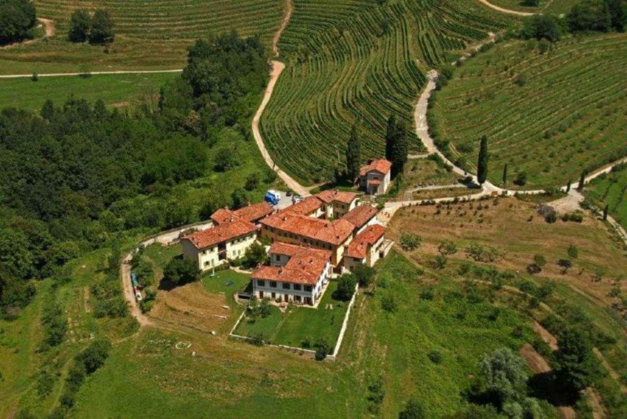 Negozio-locale in Vendita a Montevecchia: 5 locali, 200000 mq