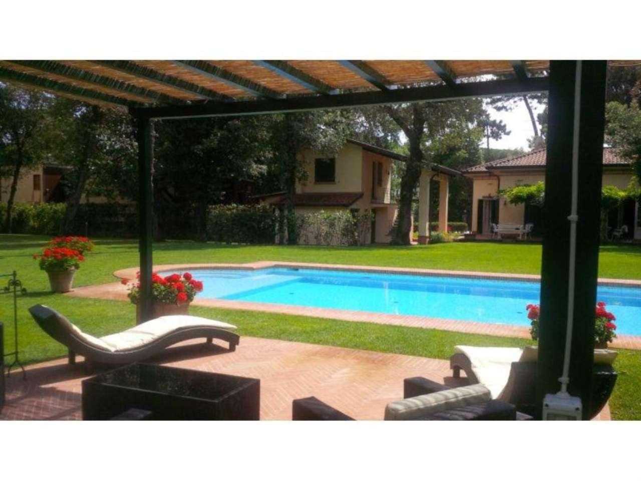 Villa in Vendita a Forte Dei Marmi: 5 locali, 255 mq