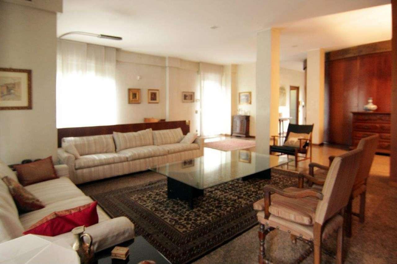Appartamento in Vendita a Milano 18 Ippodromo / San Siro / Zavattari:  5 locali, 290 mq  - Foto 1