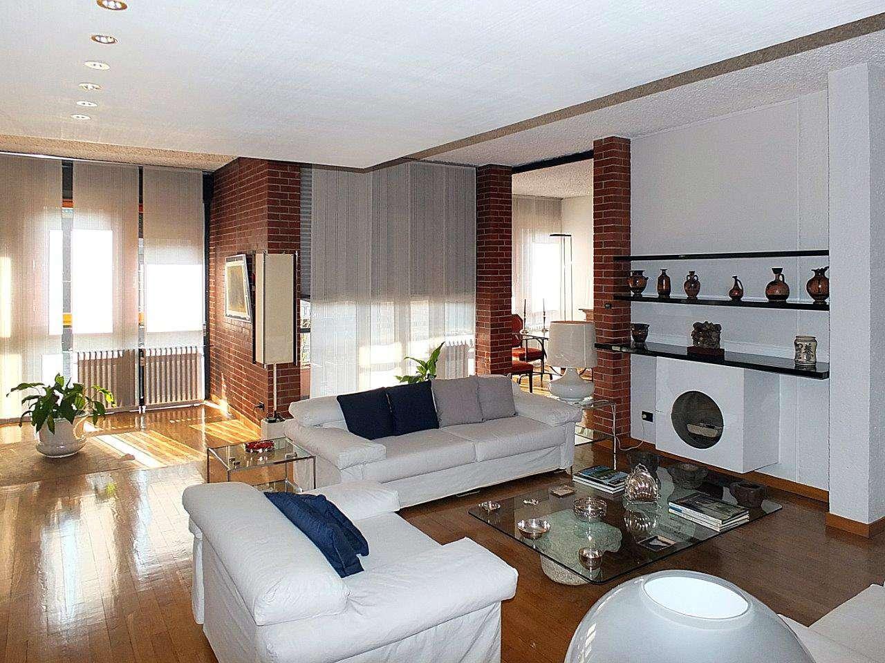 Appartamento in Vendita a Milano 06 Italia / Porta Romana / Bocconi / Lodi:  5 locali, 190 mq  - Foto 1