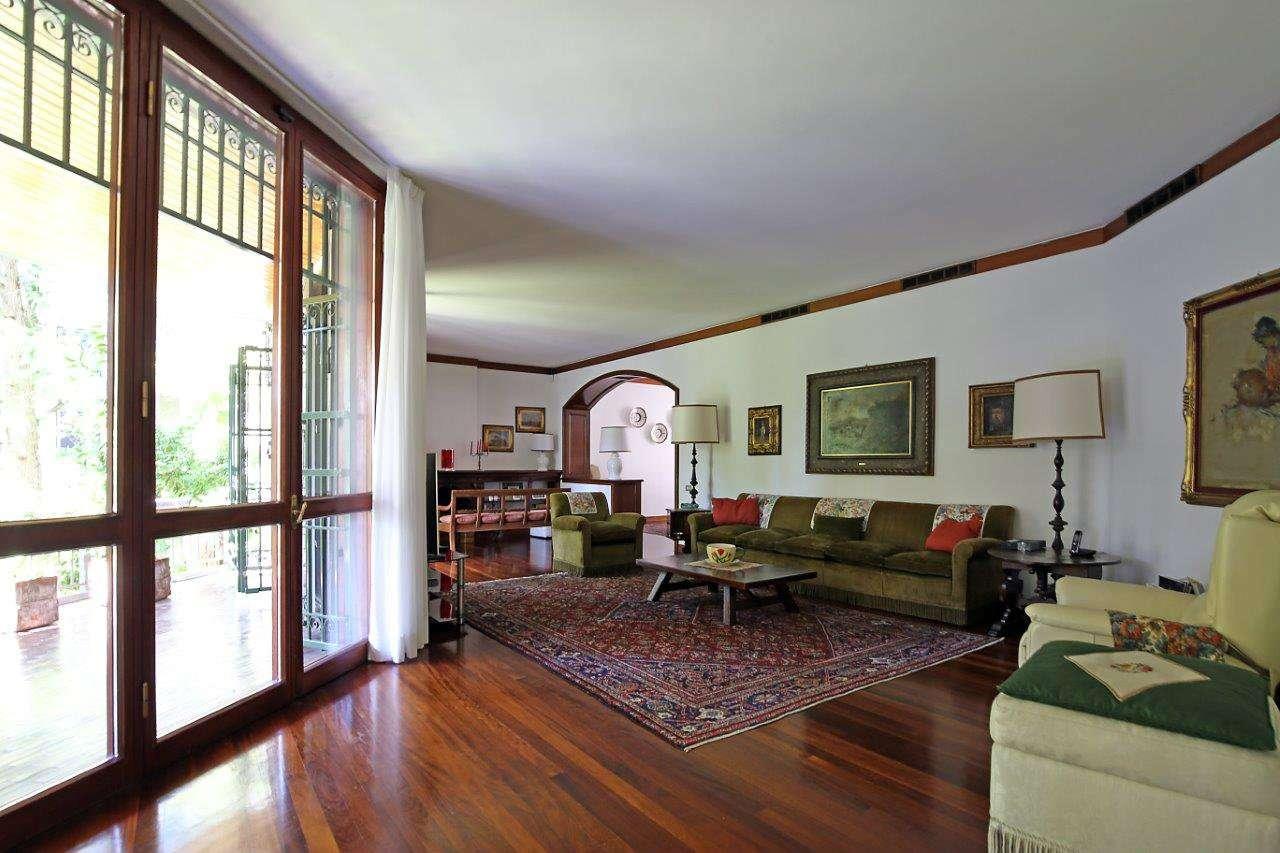 Appartamento in Vendita a Milano 18 Ippodromo / San Siro / Zavattari: 5 locali, 300 mq
