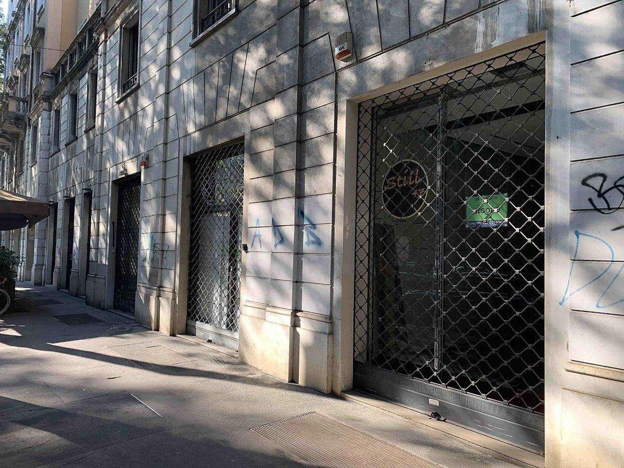 Negozio-locale in Vendita a Milano 01 Centro storico (Cerchia dei Navigli):  2 locali, 80 mq  - Foto 1