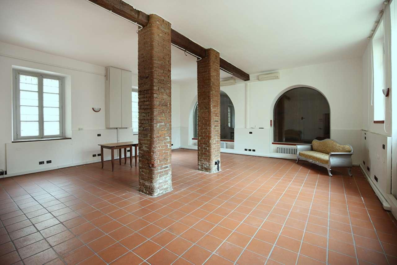 Negozio-locale in Affitto a Milano 01 Centro storico (Cerchia dei Navigli): 1 locali, 80 mq