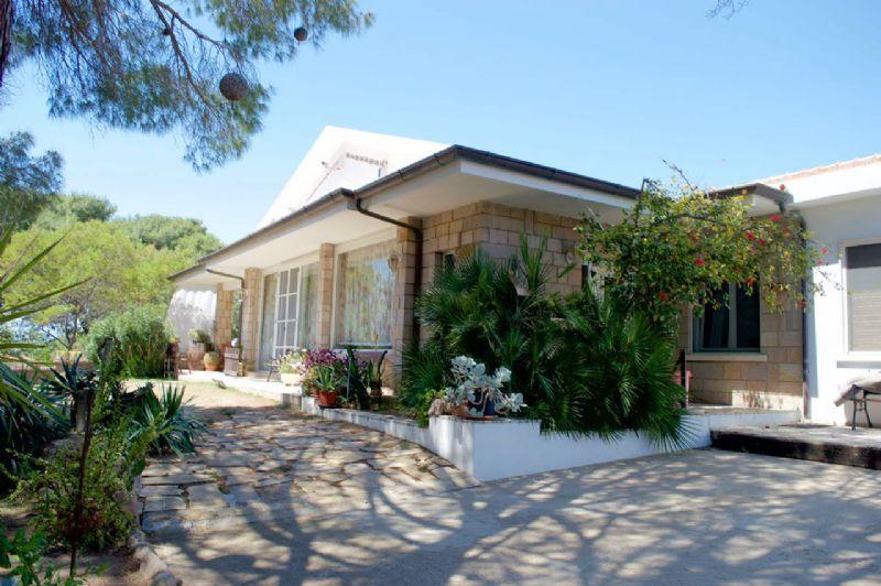 Villa in vendita a Quartu Sant'Elena, 6 locali, prezzo € 620.000 | Cambio Casa.it
