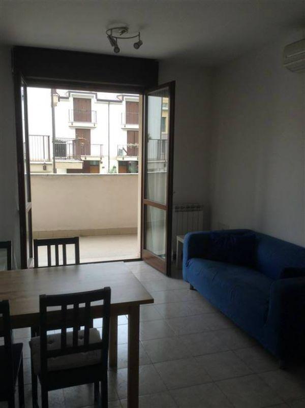 Bilocale Milano Via Rutilia 3