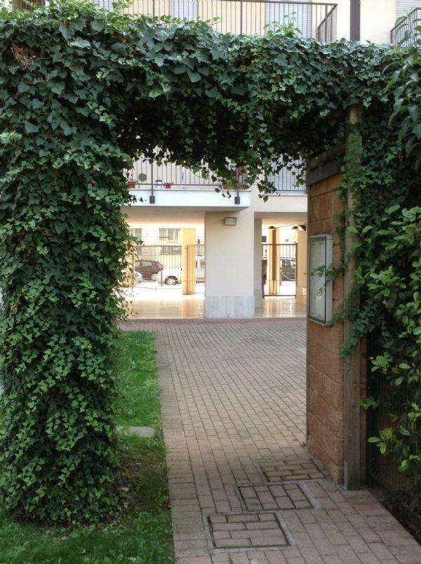 Bilocale Milano Via Rutilia 12