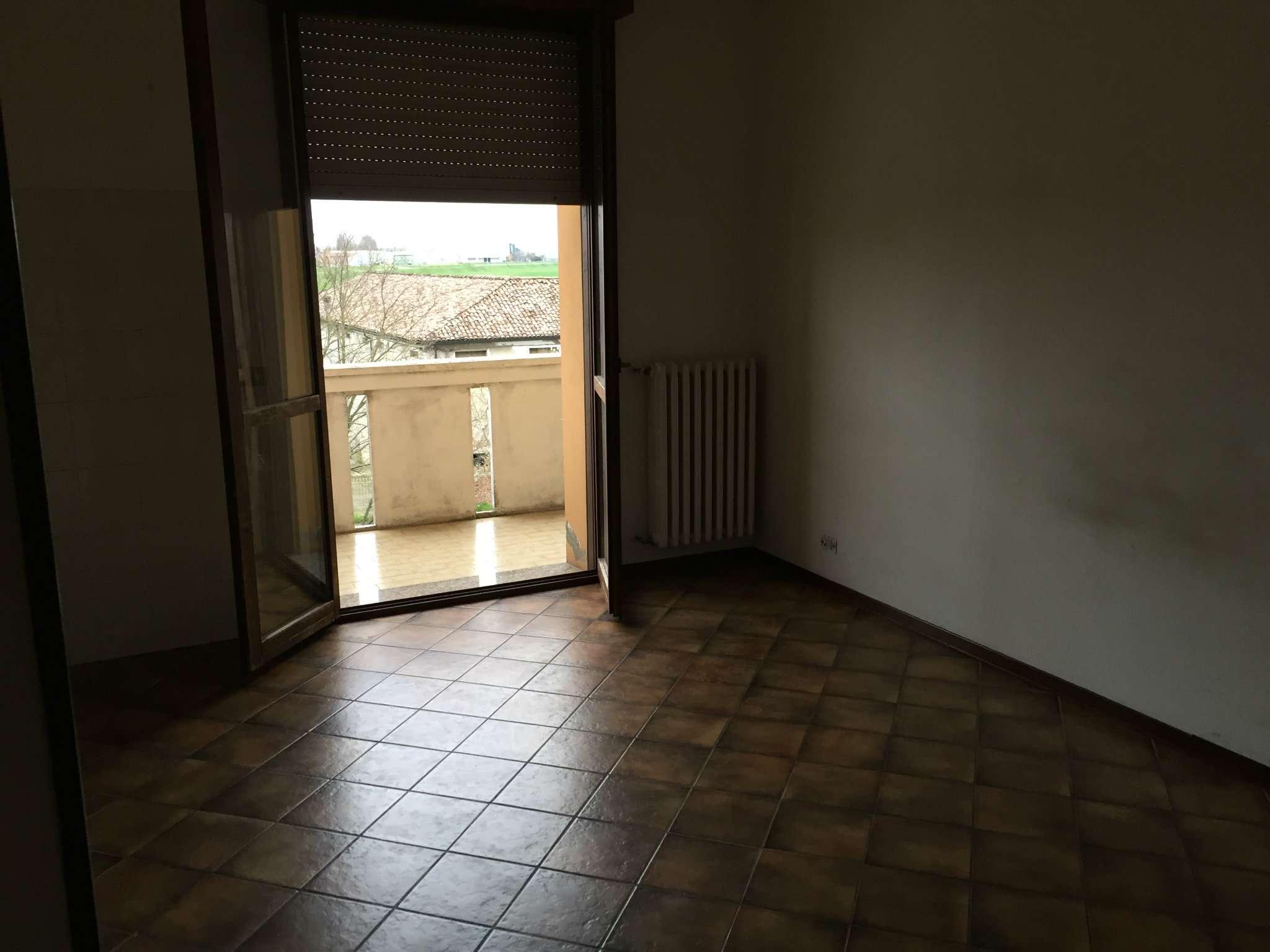 Bilocale Boretto Via Vittorio Veneto 2