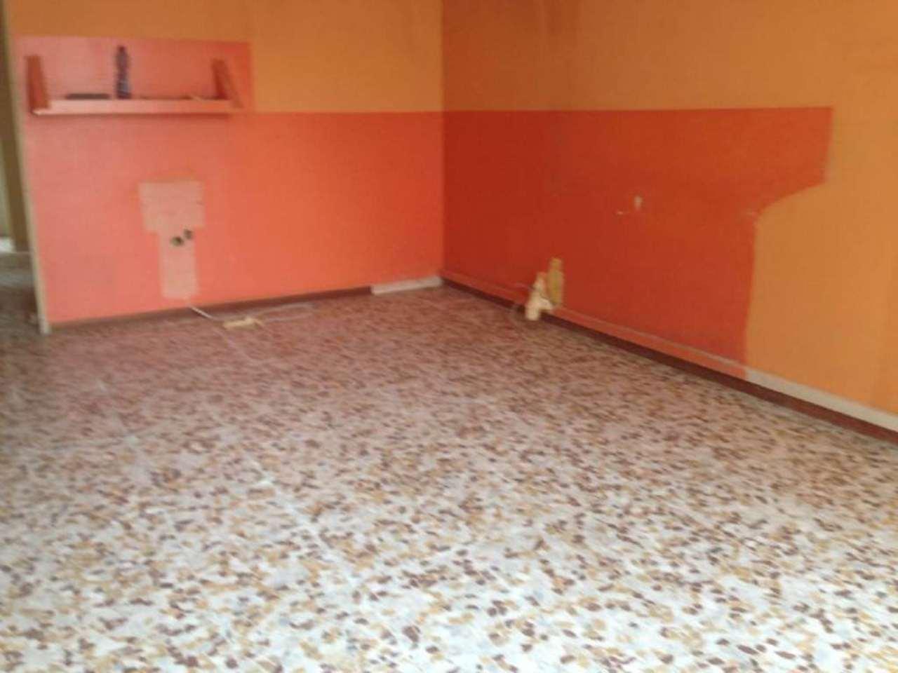 Negozio / Locale in affitto a Viadana, 2 locali, prezzo € 380 | Cambio Casa.it
