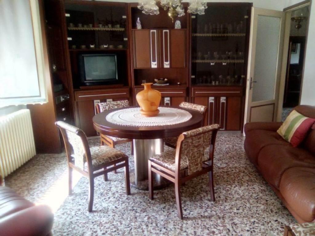 Soluzione Indipendente in affitto a Dosolo, 6 locali, prezzo € 650 | Cambio Casa.it