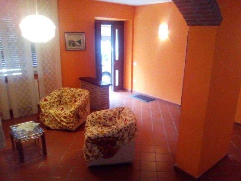 Soluzione Semindipendente in affitto a Viadana, 11 locali, prezzo € 600 | Cambio Casa.it