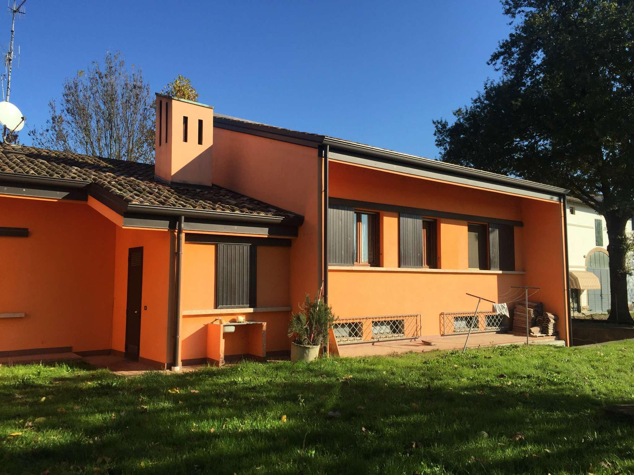 Villa in vendita a Poviglio, 5 locali, prezzo € 320.000 | CambioCasa.it