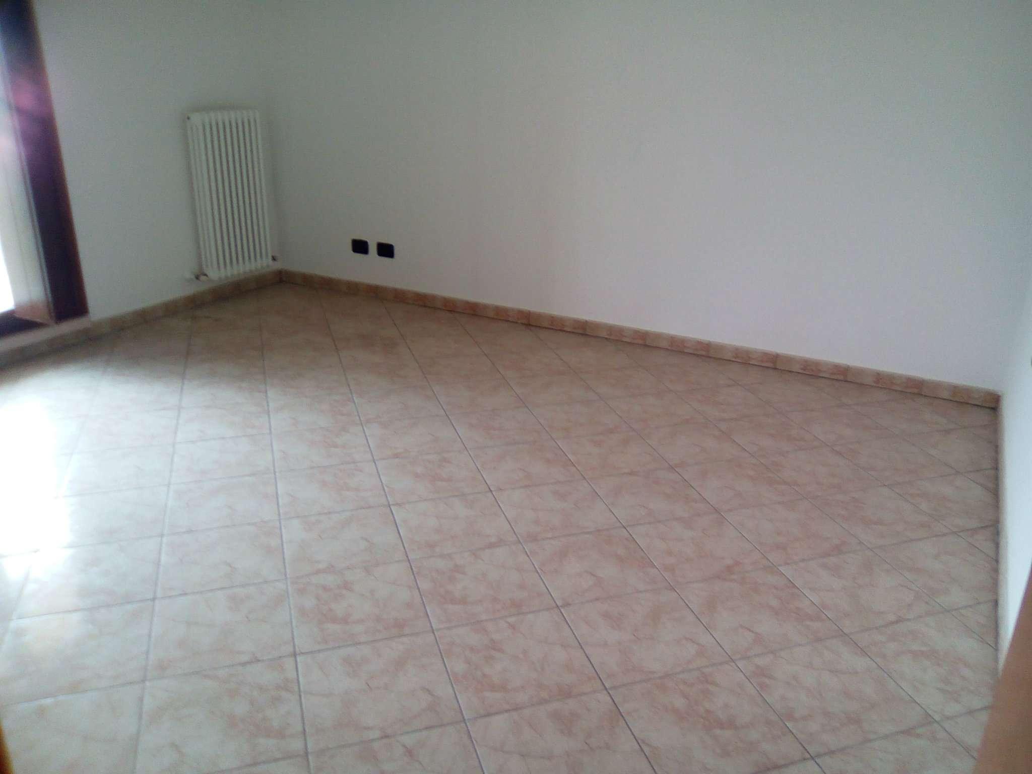 Appartamento in affitto a Gualtieri, 3 locali, prezzo € 350 | CambioCasa.it
