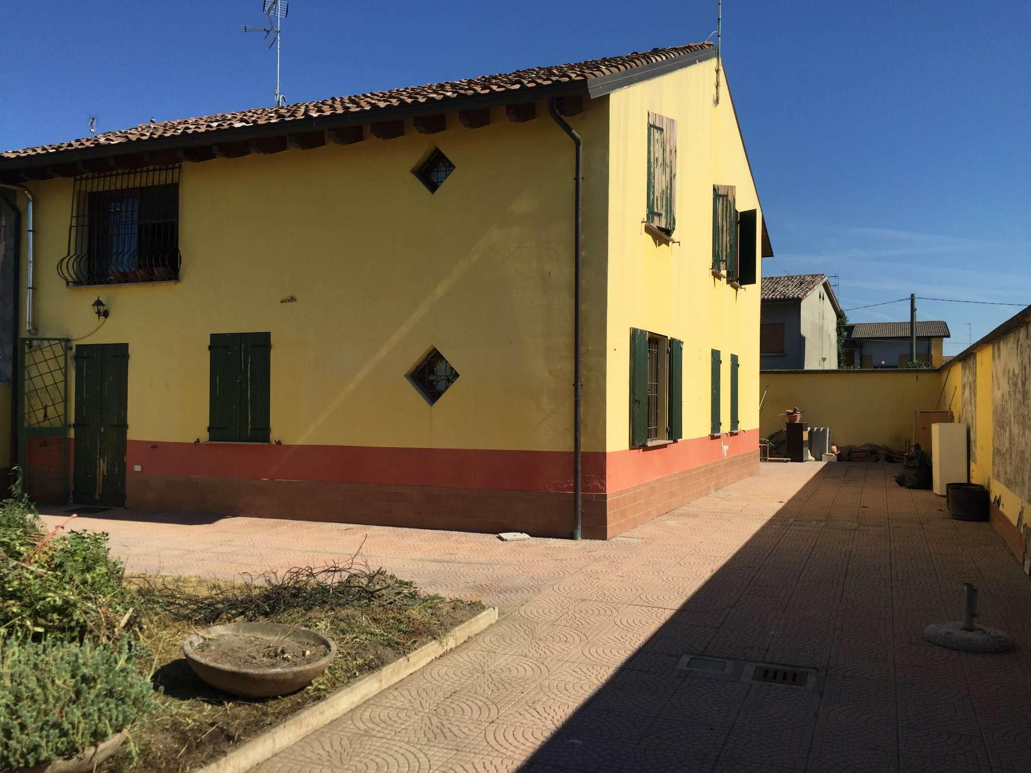 Villa in vendita a Viadana, 5 locali, prezzo € 240.000 | CambioCasa.it