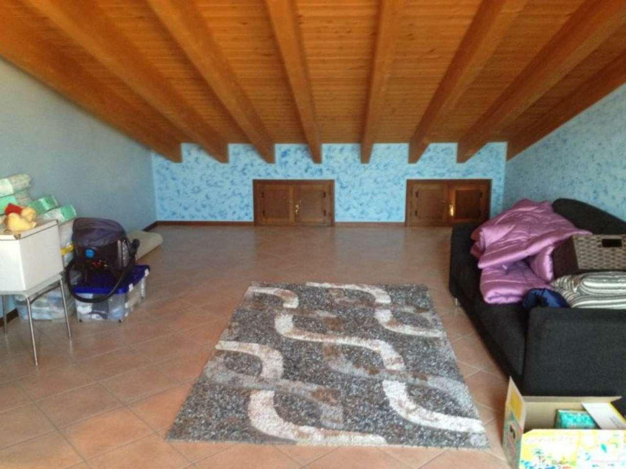 Appartamento in vendita a Viadana, 4 locali, prezzo € 120.000 | Cambio Casa.it