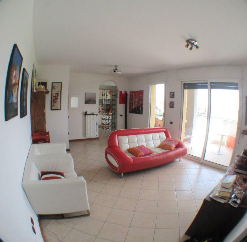 Appartamento in vendita a Saronno, 3 locali, prezzo € 168.000 | Cambio Casa.it