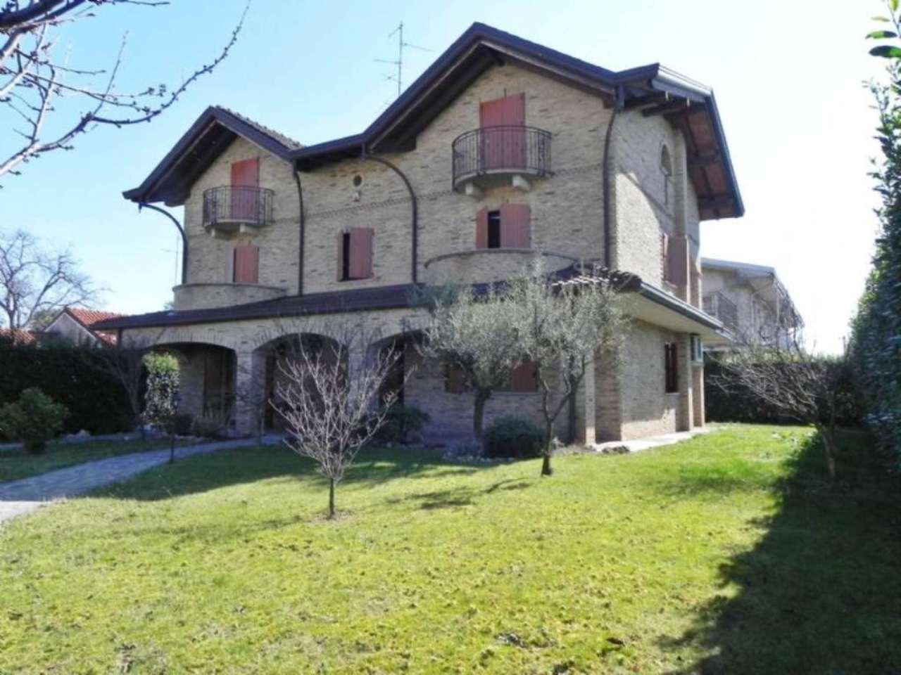 Villa in vendita a Saronno, 9 locali, prezzo € 520.000 | Cambio Casa.it