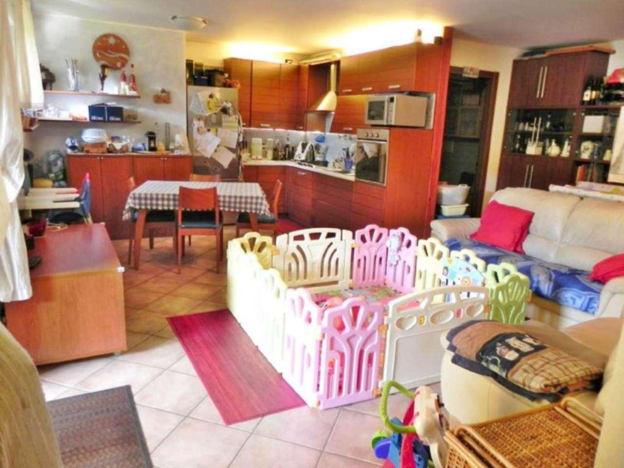 Appartamento in vendita a Saronno, 4 locali, prezzo € 209.000 | Cambio Casa.it