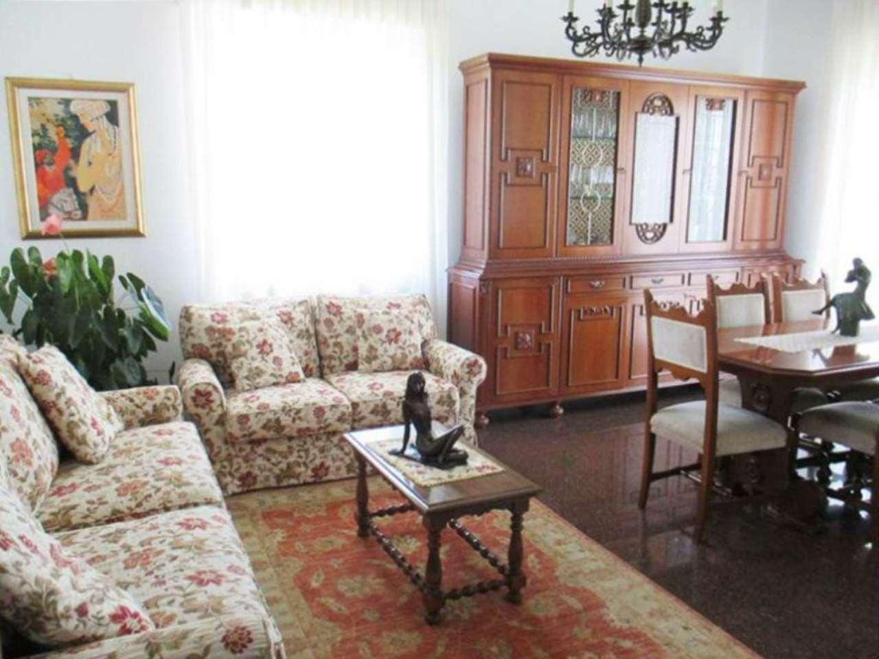 Appartamento in vendita a Saronno, 5 locali, prezzo € 168.000 | Cambio Casa.it