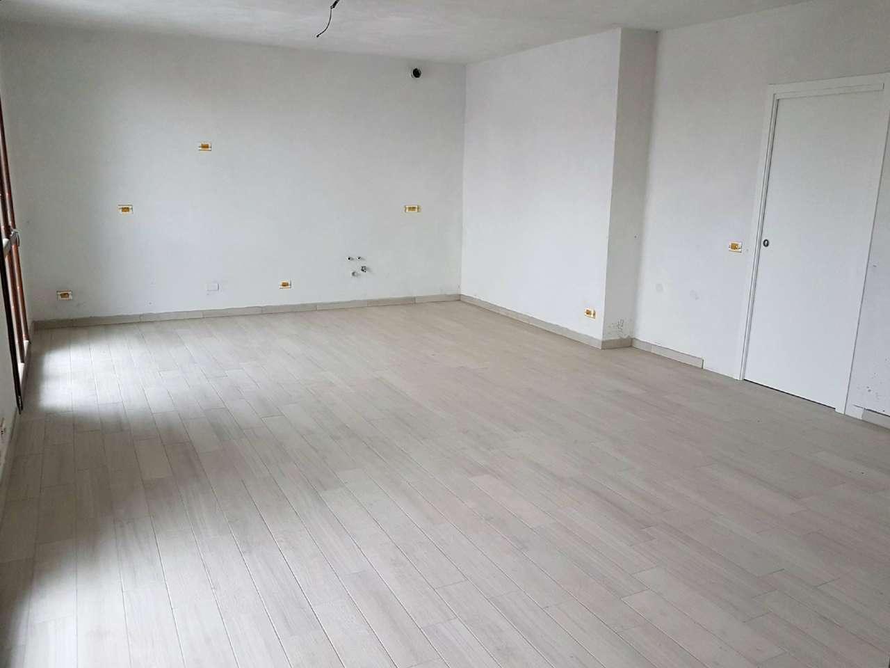 Appartamento in Vendita a Lomazzo