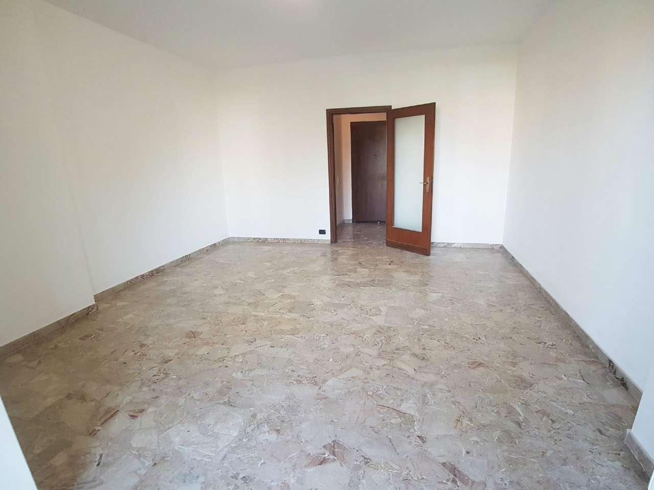 Appartamento in vendita a Saronno, 3 locali, prezzo € 148.000 | Cambio Casa.it