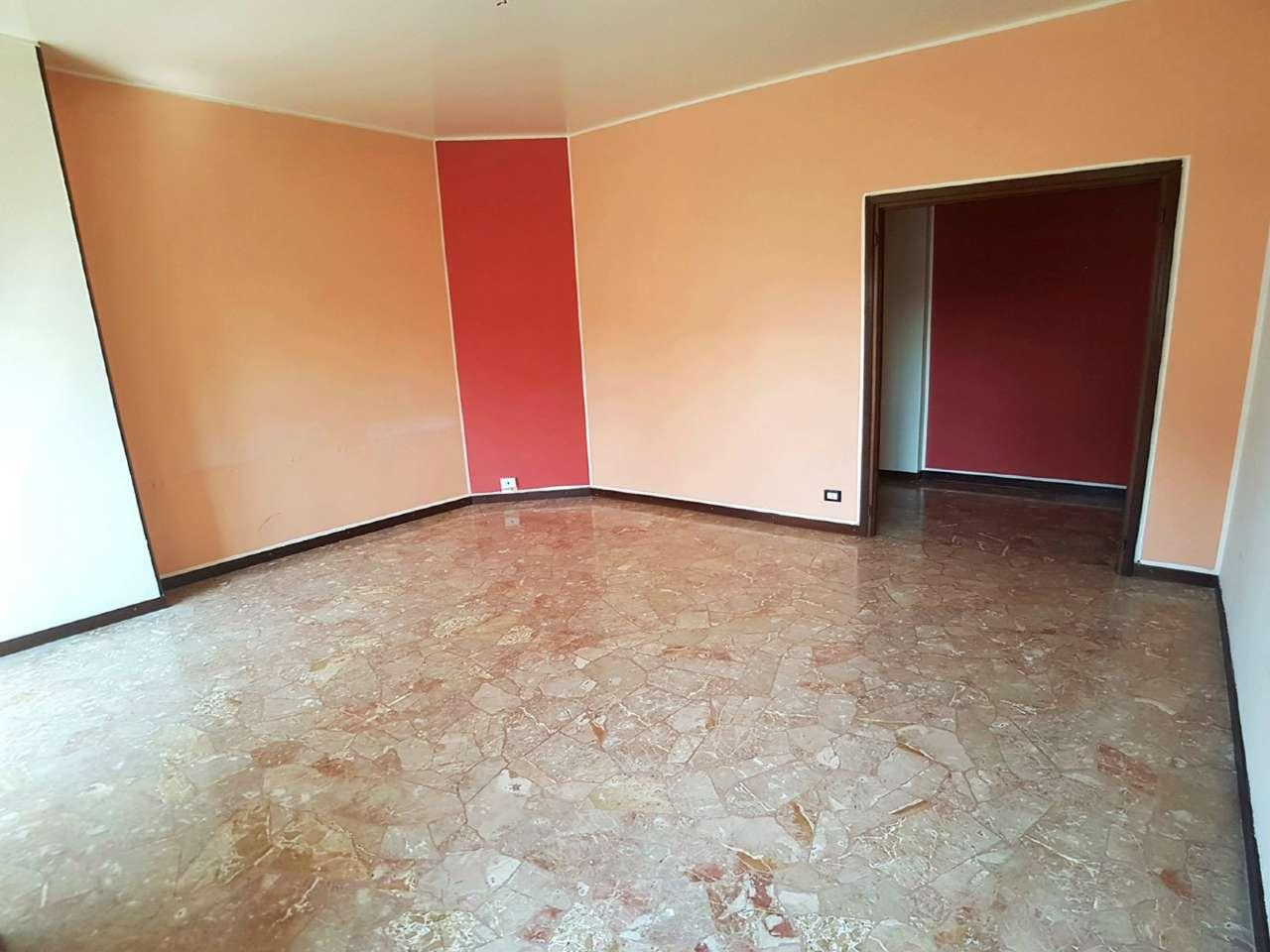 Appartamento in vendita a Saronno, 3 locali, prezzo € 119.000 | Cambio Casa.it