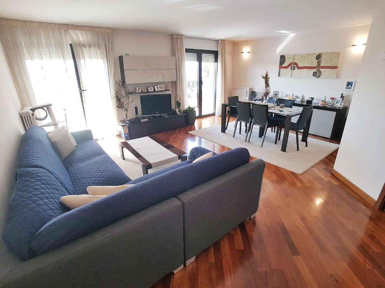 Appartamento in vendita a Saronno, 4 locali, prezzo € 425.000 | Cambio Casa.it