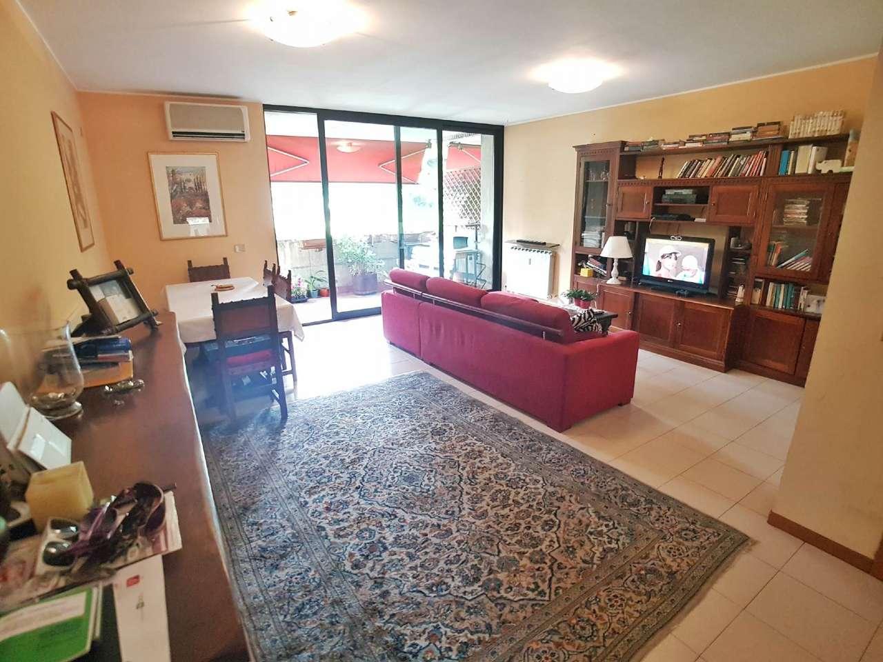 Appartamento in vendita a Saronno, 4 locali, prezzo € 155.000 | Cambio Casa.it