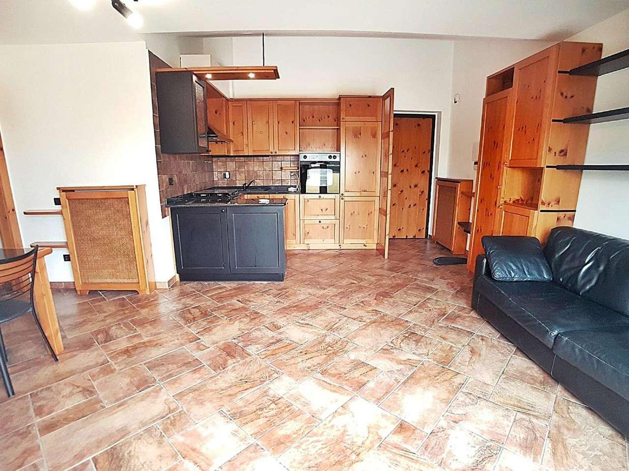 Appartamento in vendita a Saronno, 2 locali, prezzo € 150.000 | CambioCasa.it