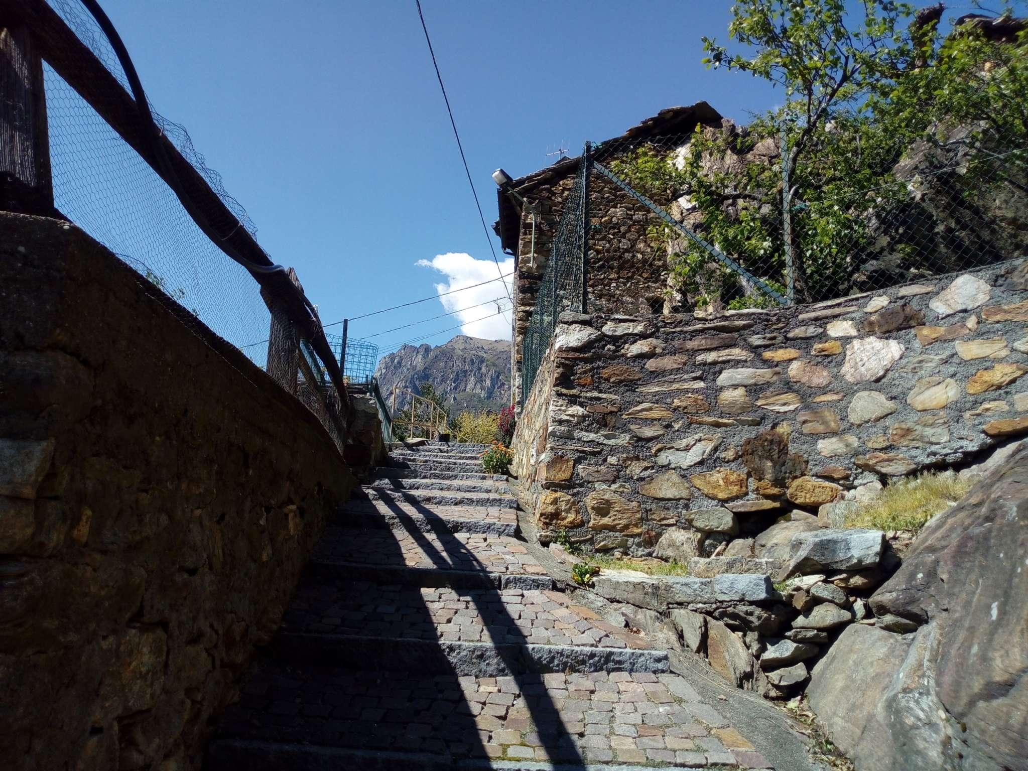 Foto 1 di Casa indipendente frazione Ivery, Pont Saint Martin