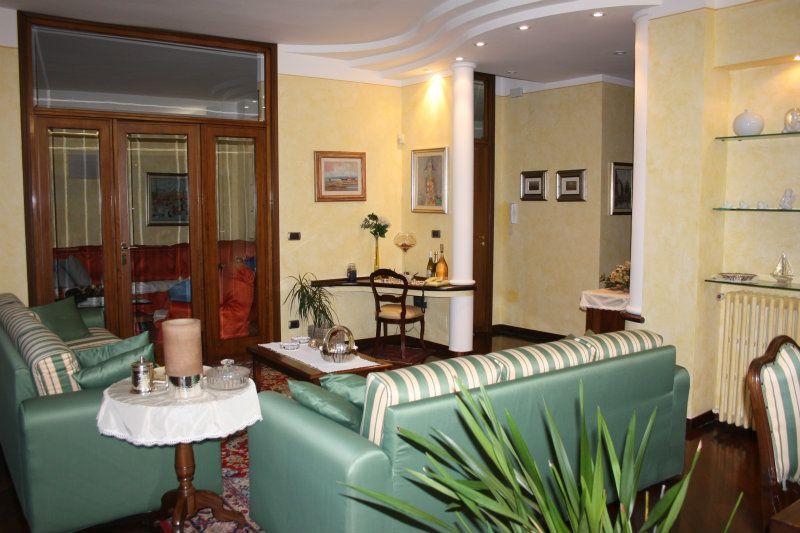 Appartamento in vendita a Bra, 6 locali, prezzo € 270.000 | CambioCasa.it