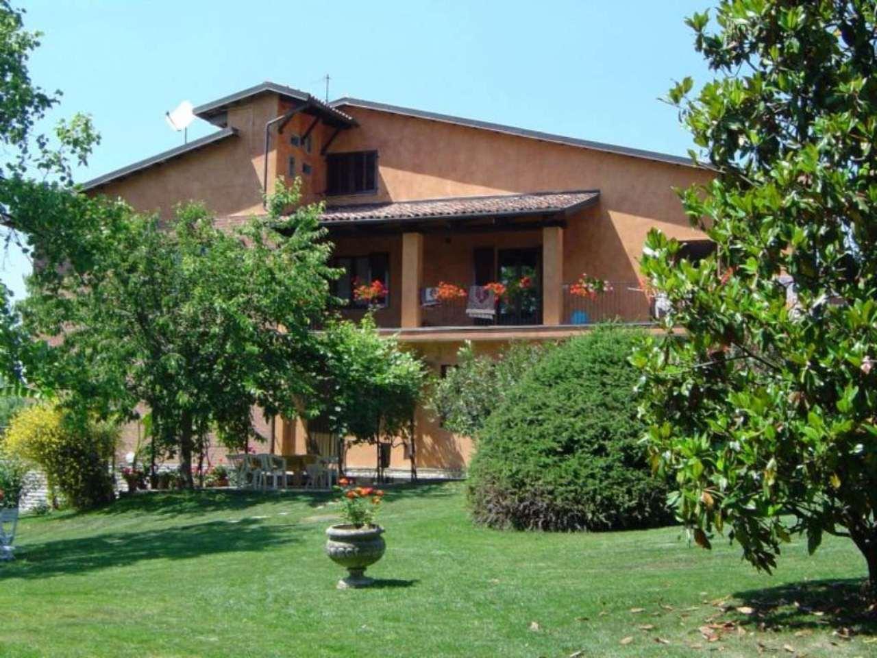 Villa in vendita a La Morra, 9 locali, prezzo € 570.000 | Cambio Casa.it