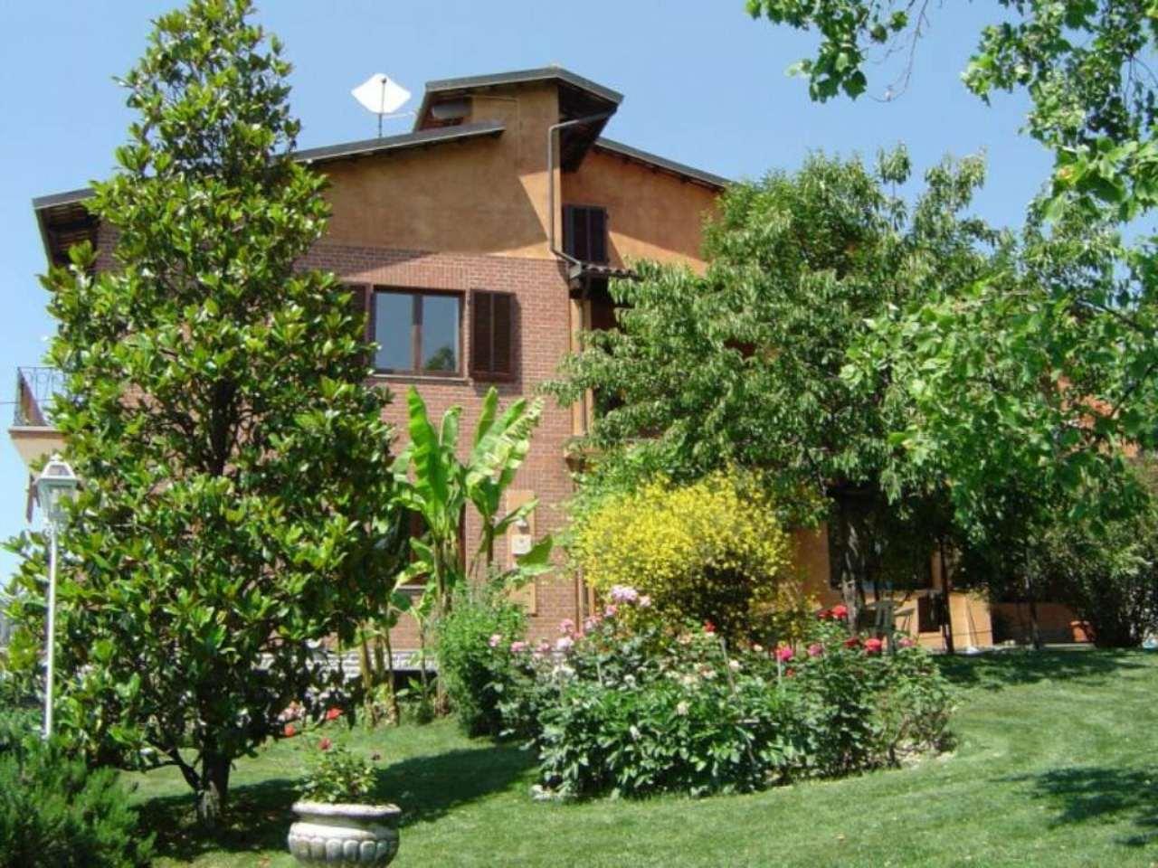 Villa in vendita a La Morra, 9 locali, Trattative riservate | Cambio Casa.it