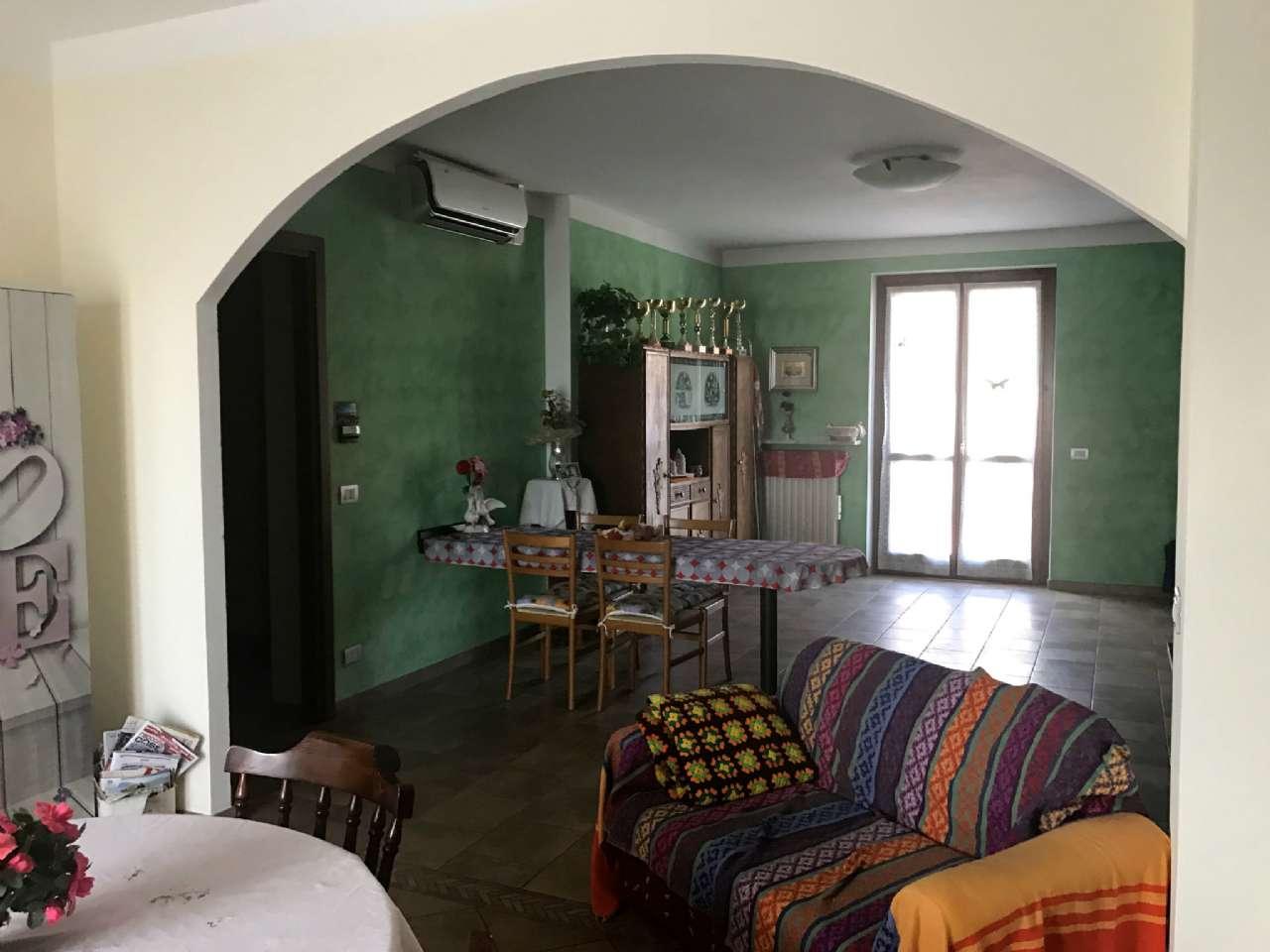 Appartamento in vendita a Cherasco, 4 locali, prezzo € 180.000 | Cambio Casa.it