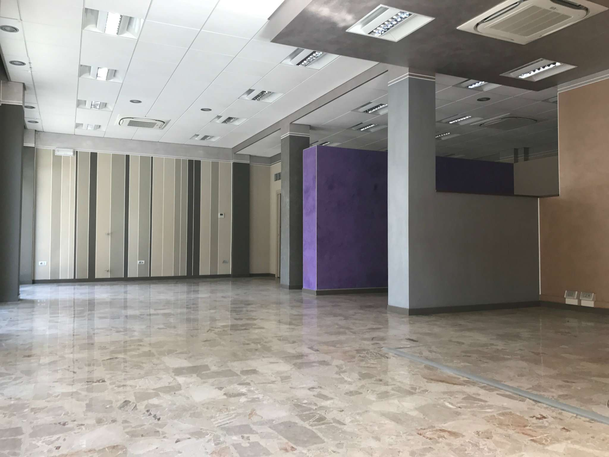 Negozio / Locale in vendita a Alba, 1 locali, prezzo € 310.000 | CambioCasa.it