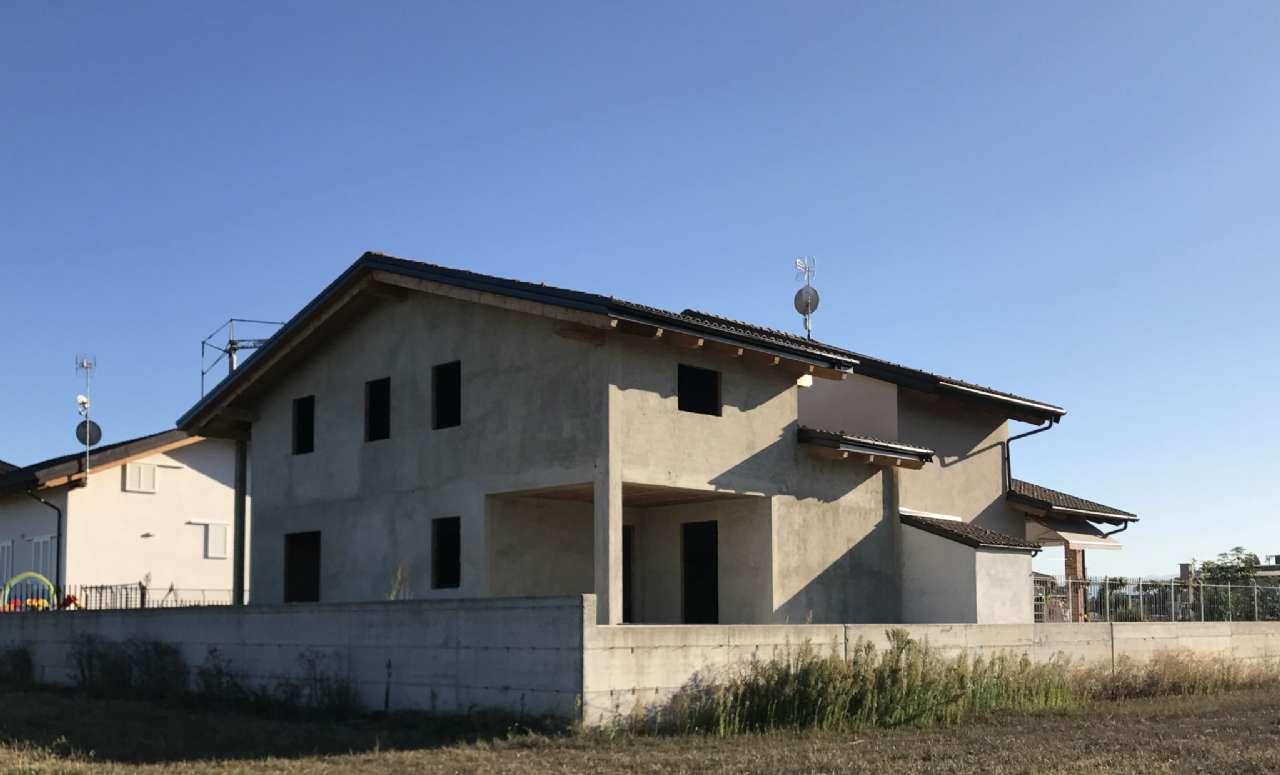 Villa in vendita a Cherasco, 5 locali, prezzo € 285.000 | CambioCasa.it