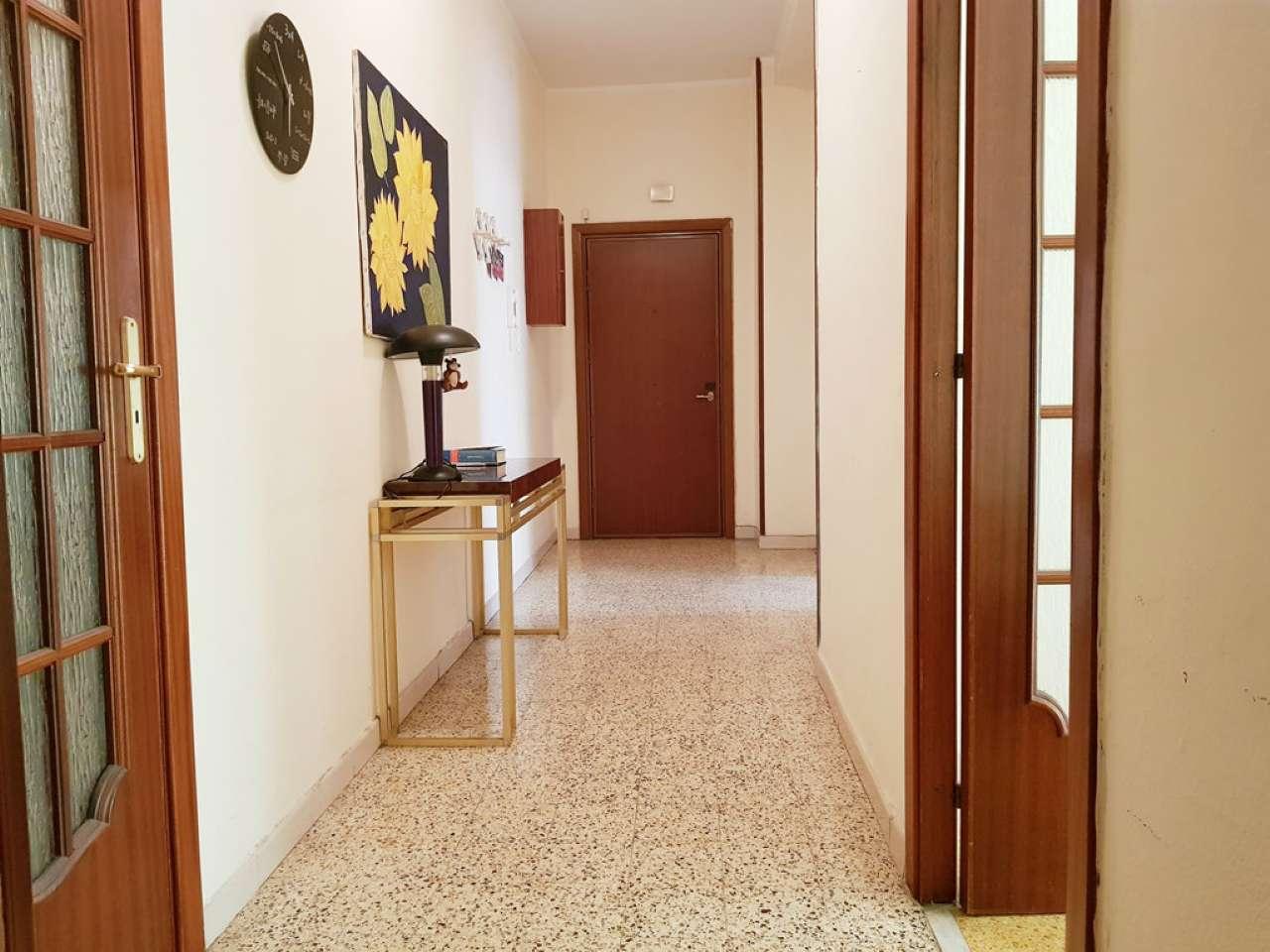 Appartamento in vendita 3 vani 75 mq.  viale AUGUSTO Napoli