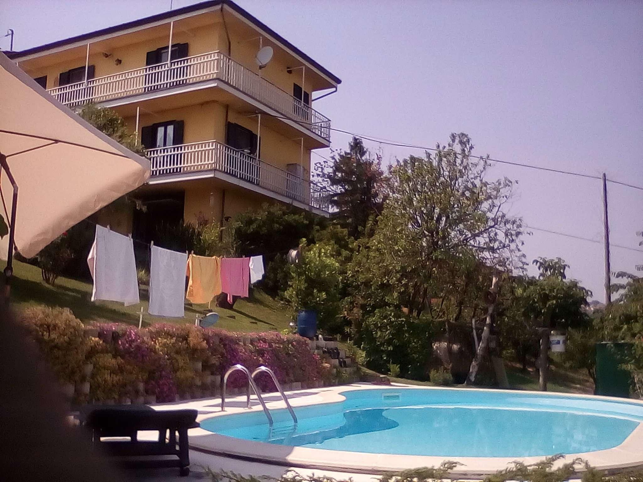 Soluzione Indipendente in vendita a Cocconato, 10 locali, prezzo € 248.000 | CambioCasa.it