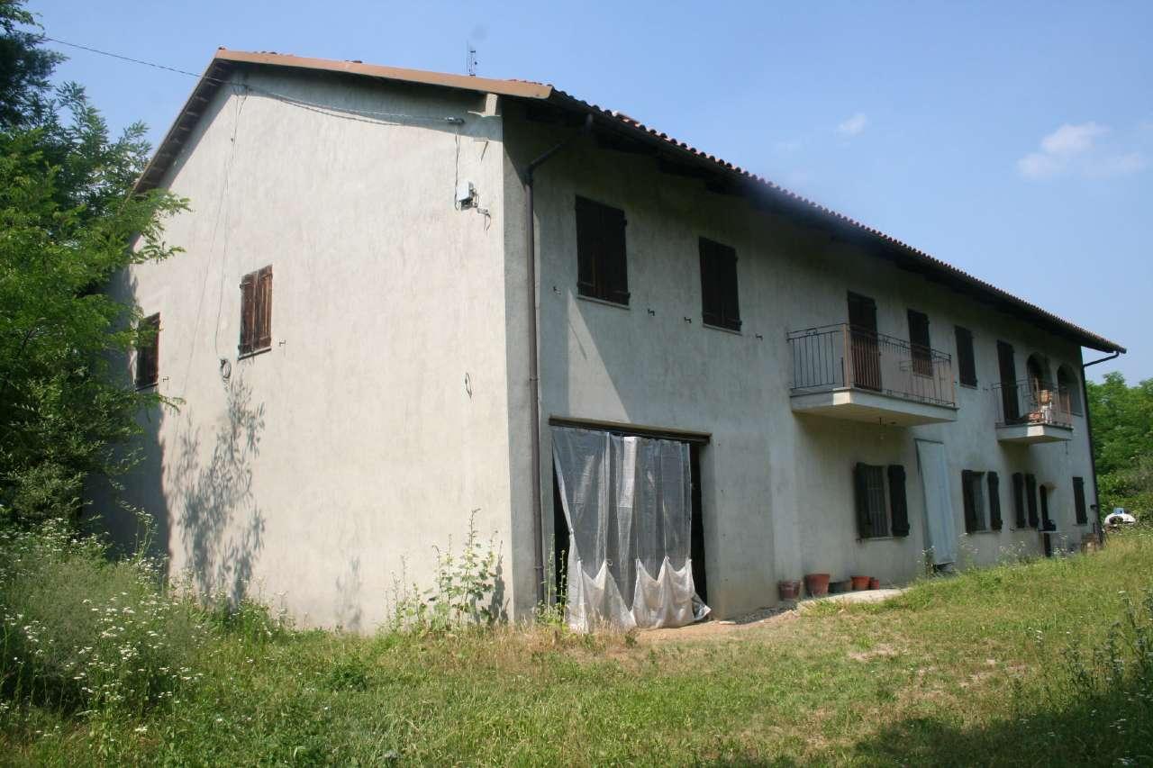 Rustico / Casale in vendita a Capriglio, 8 locali, prezzo € 98.000 | CambioCasa.it