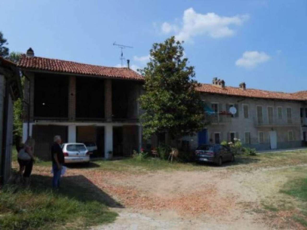 Rustico / Casale in vendita a Albugnano, 6 locali, prezzo € 190.000 | CambioCasa.it
