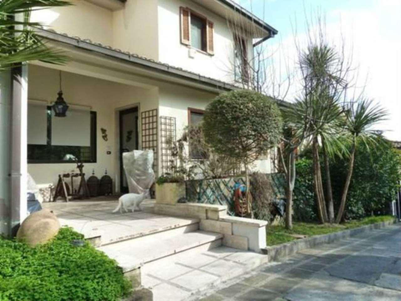 Villetta trifamiliare in vendita a Riano in Via Tiberina