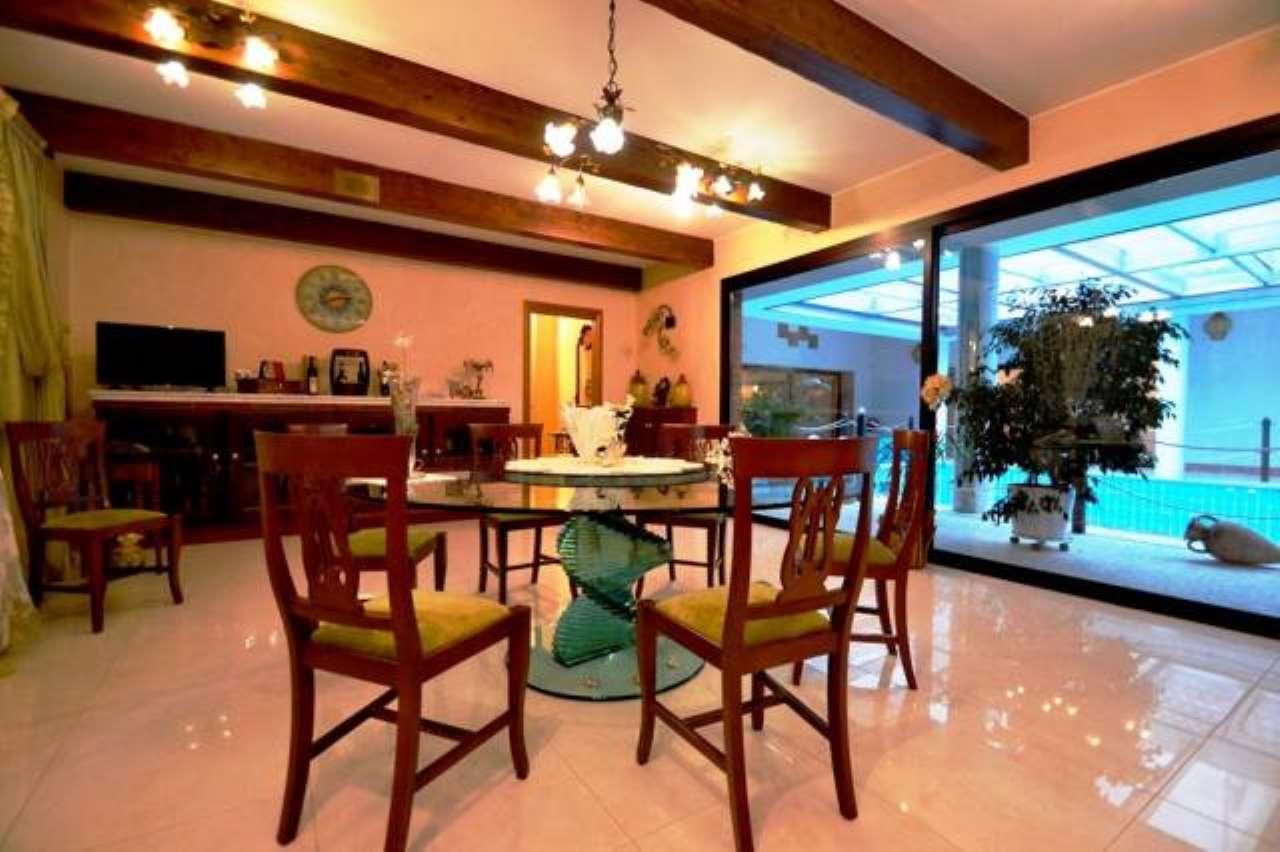 Villa in vendita a Senago, 6 locali, prezzo € 1.290.000 | CambioCasa.it