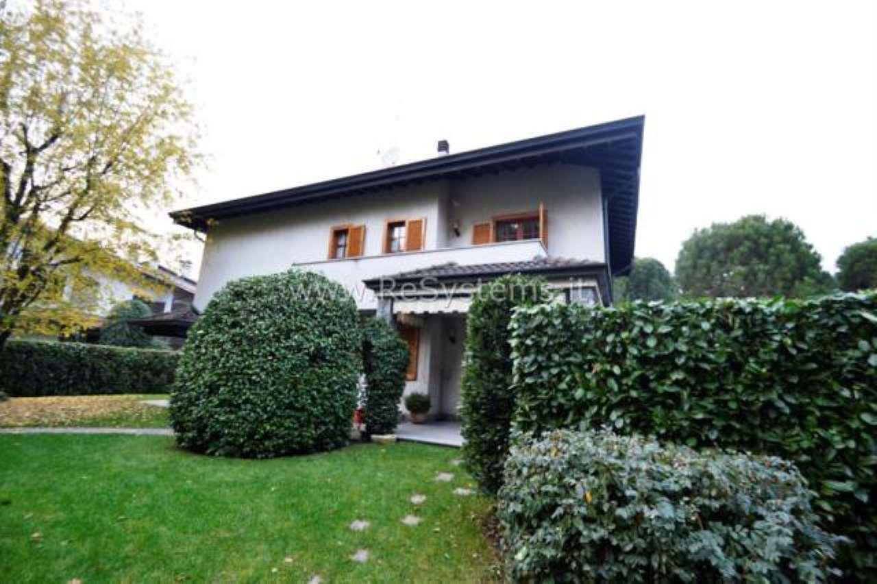 Villa in vendita a Lainate, 6 locali, prezzo € 835.000   CambioCasa.it