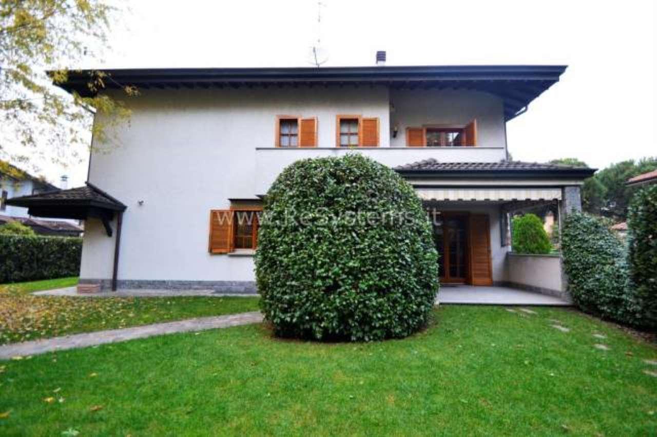 Villa in vendita a Lainate, 6 locali, prezzo € 798.000   CambioCasa.it