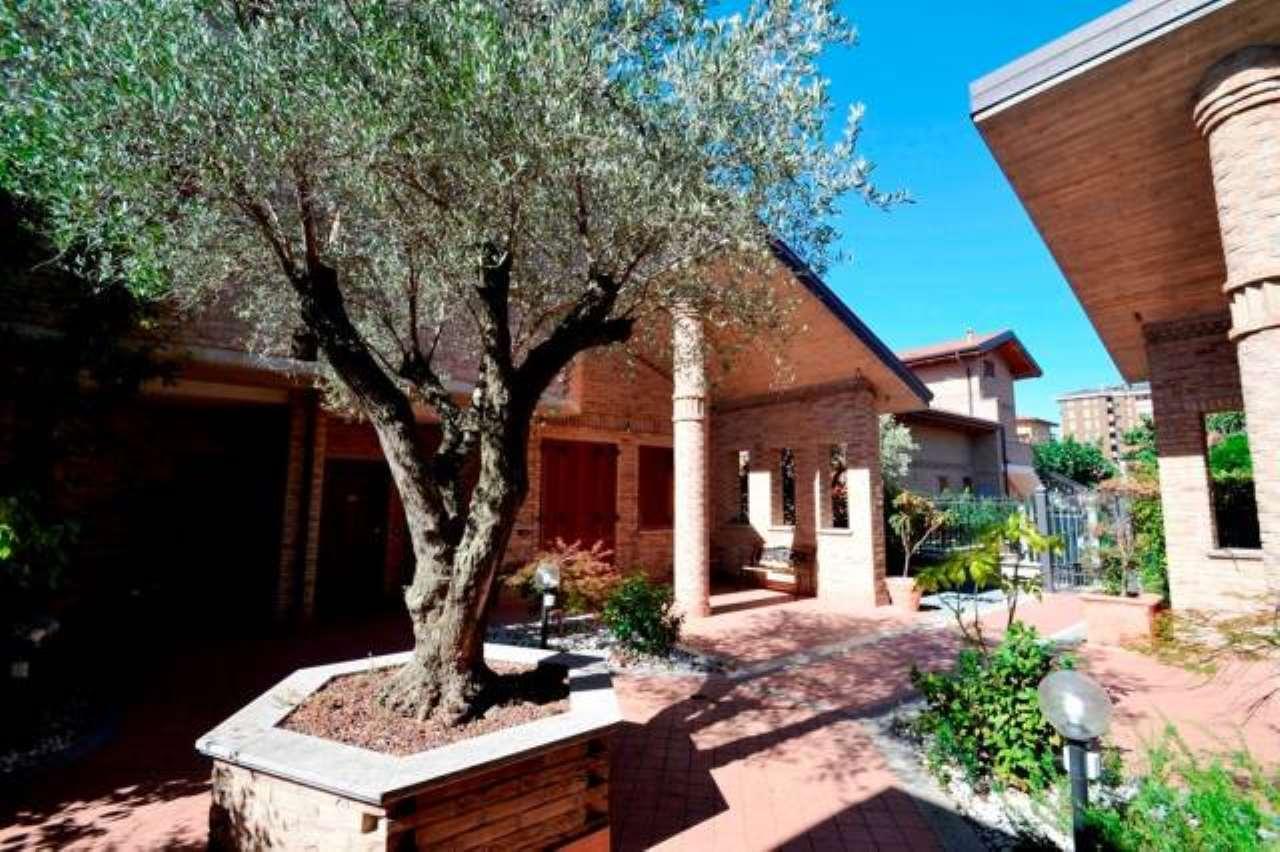 Villa in vendita a Paderno Dugnano, 6 locali, prezzo € 550.000 | CambioCasa.it