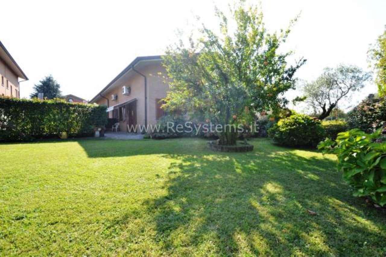 Villa in vendita a Bollate, 6 locali, prezzo € 449.000 | CambioCasa.it